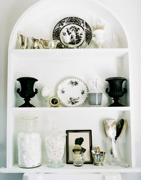 purging clutter tips // bathroom shelf organization