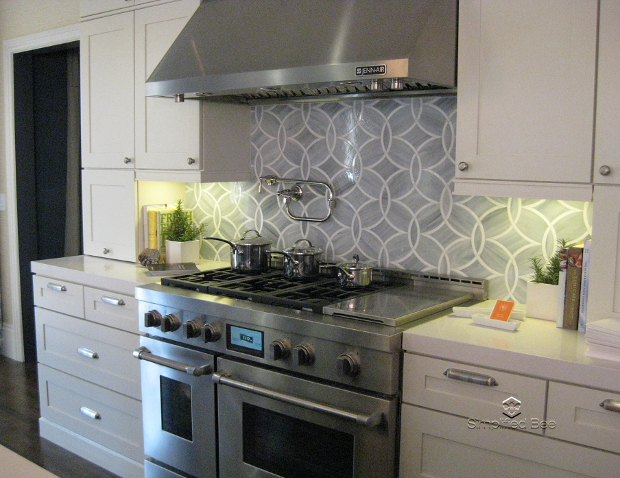 A sneak peek at elle decor s san francisco designer showhouse simplified bee Kitchen backsplash ideas pictures 2010