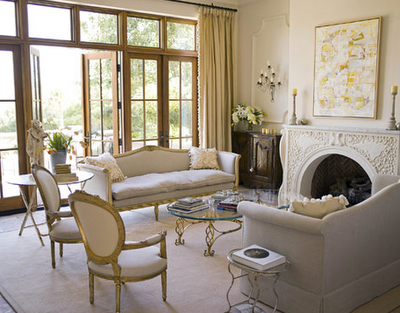 Tips on decorating the fireplace mantel simplified bee for Calm living room ideas