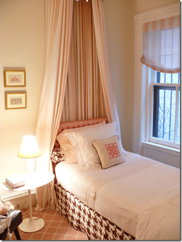 In her own home New Orleans designer Melissa Rufty adds drama to her girlu0027s room by creating matching canopies for twin beds in Osborne u0026 Littleu0027s Showboat ... & Designer Rooms: Little Girlsu0027 Bedroom with Canopy Beds ...