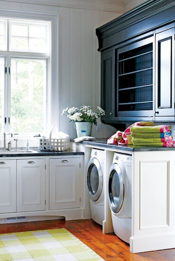 beautiful-laundry-room-organized