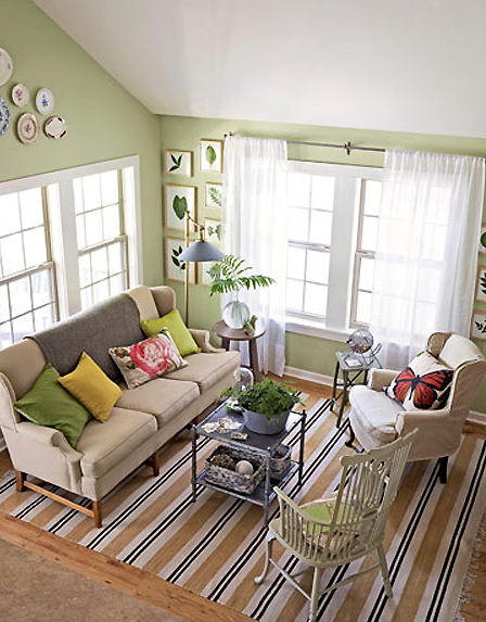 Design tips for styling a living room simplified bee for Country family room decorating ideas