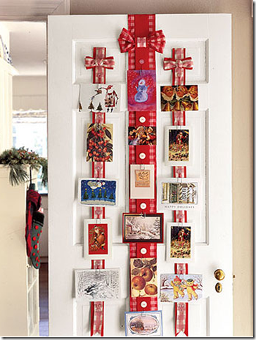 Beautiful and simple ideas for displaying christmas for Door xmas card holders