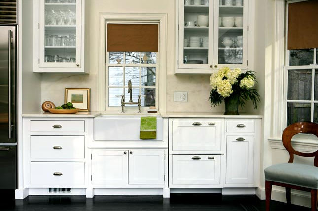 Designer Kitchens: Glass Front Cabinets