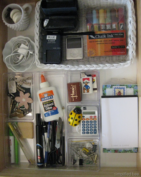 Simple steps to organize a junk or desk drawer with style - Organizing desk drawers ...