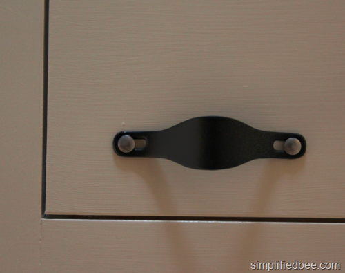 leather_pulls_kitchen_cabinets