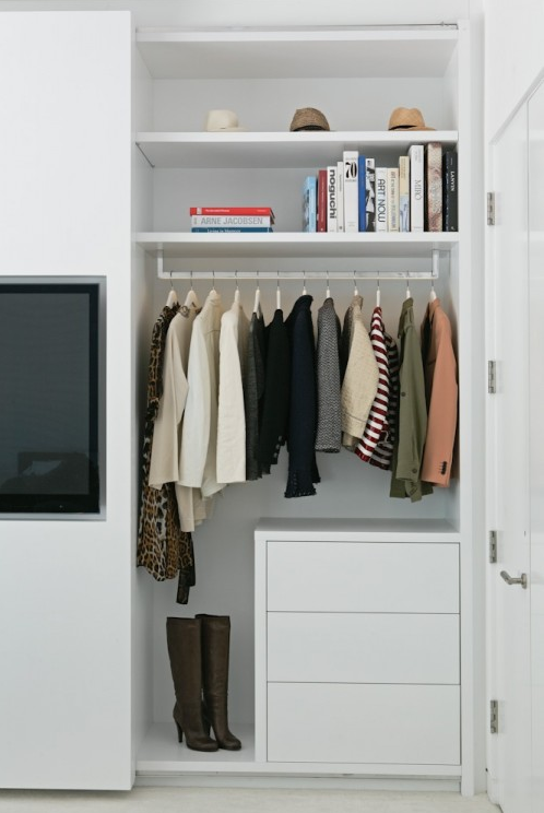 Closet flat screen brilliance simplified bee for Armoire salon design