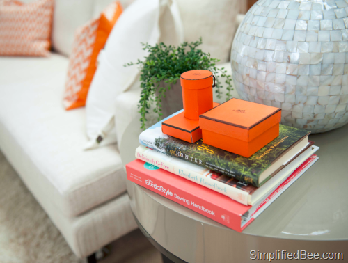 simplified_bee_living_room_hermes