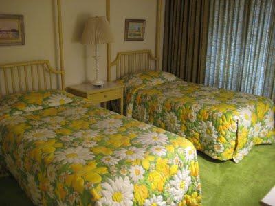 Retro 70s decor scottsdale arizona condo simplified bee for 70s bedroom ideas