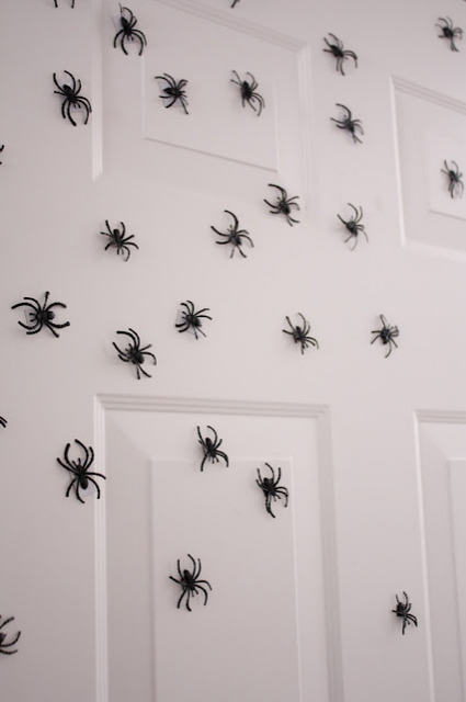 magnetic spiders door halloween