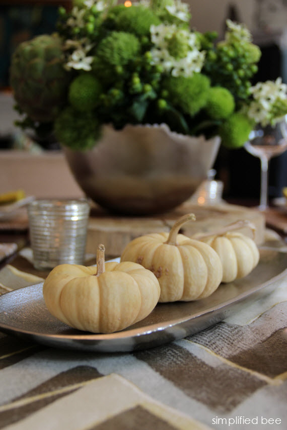 white pumpkins thanksgiving tablesetting