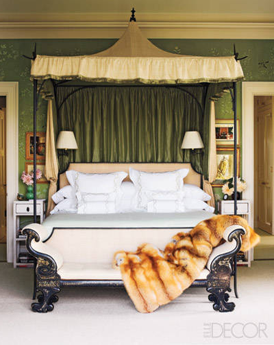 Oscar de la Renta iron bed