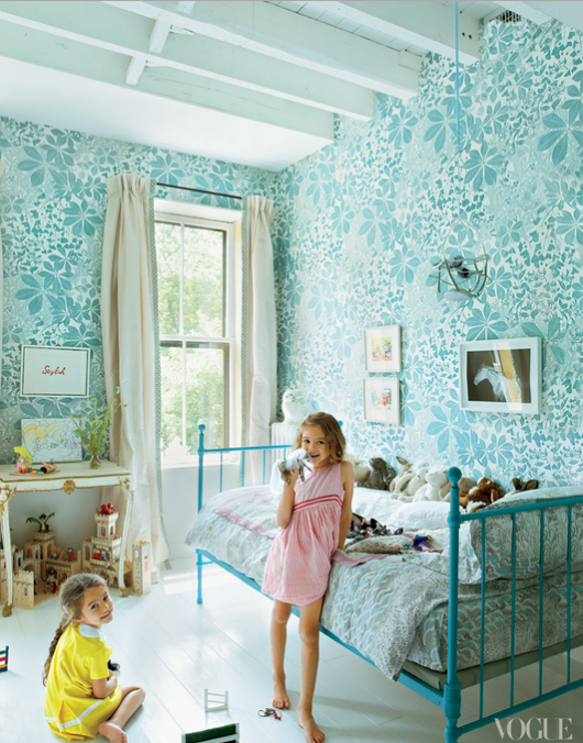 blue floral wallpaper girls bedroom - Simplified Bee
