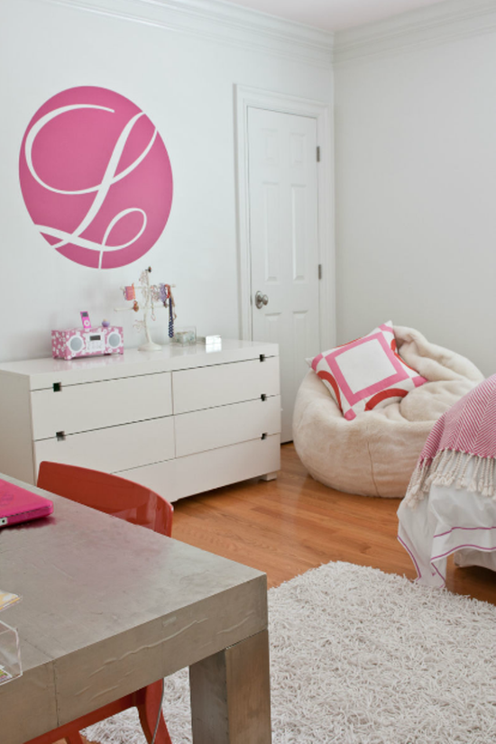 Modern girls bedroom with pink and orange simplified bee - Modern girls bedroom design ...