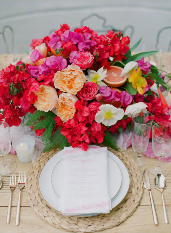pink+orange floral table arrangement - Rue Magazine