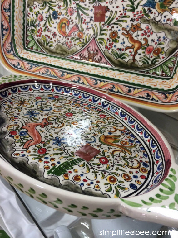 hand-painted serving dishes from Portugal - holiday gifts #thegifter