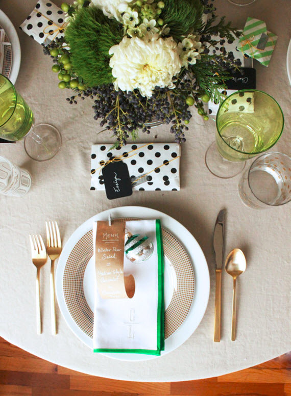 chic holiday table-setting // via coco+kelley