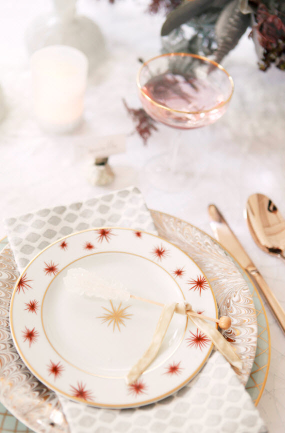 gold and red christmas table setting - coco+kelley