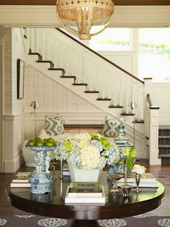 fabulous entryways // round table with chinoiserie touches