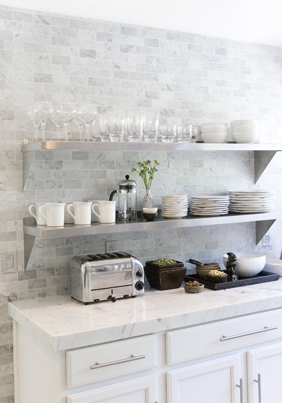 white modern kitchen // marble coutertops and backsplash // Ohara Davies-Gaetano