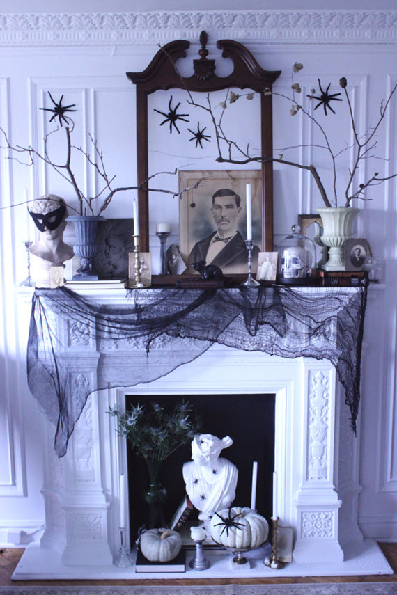 spooky fireplace mantel // halloween decorating ideas #halloween
