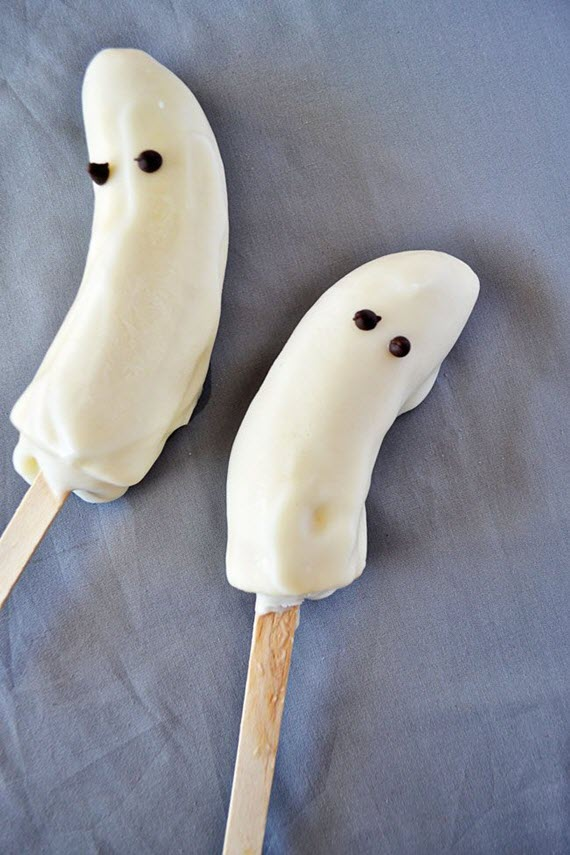 Frozen Bananas & Yogurt Ghosts // Healthy Halloween Treats