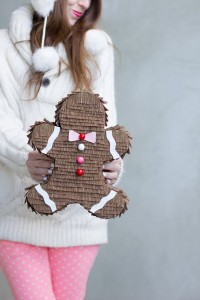 DIY gingerbread pinata // holiday craft