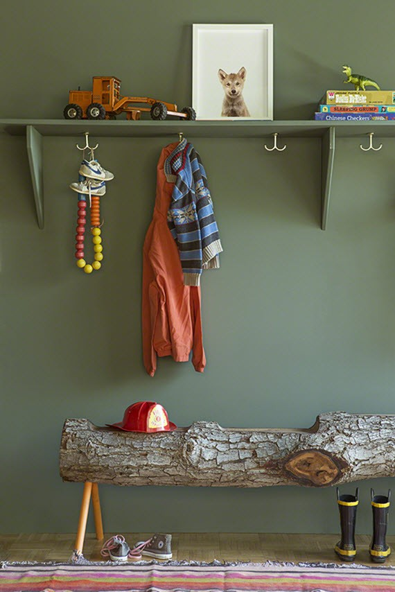 modern earthy organized kid's room // shelf with hooks