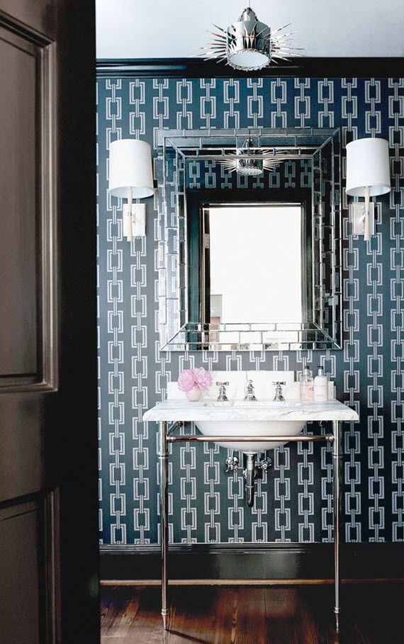 navy blue chain wallpaper // bathroom