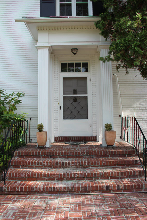 traditional front door // ORC before // www.simplifiedbee.com
