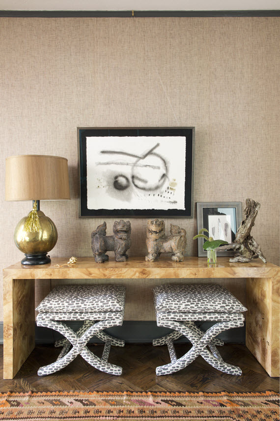 Superbe Entry With Console And X Benches // Tami Ramsey