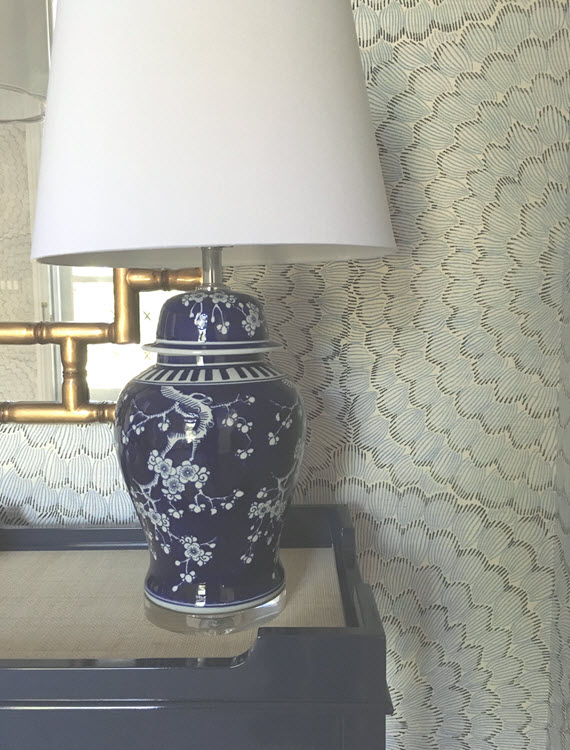chinoiserie table lamp // foyer // @simplifiedbee
