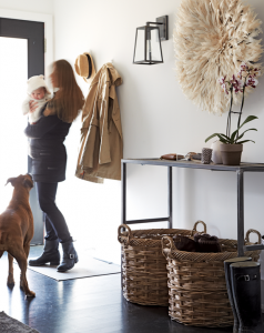 small entry with baskets // via www.simplifiedbee.com