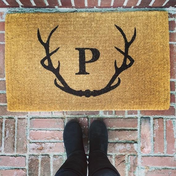 monogrammed antler doormat // @simplifiedbee