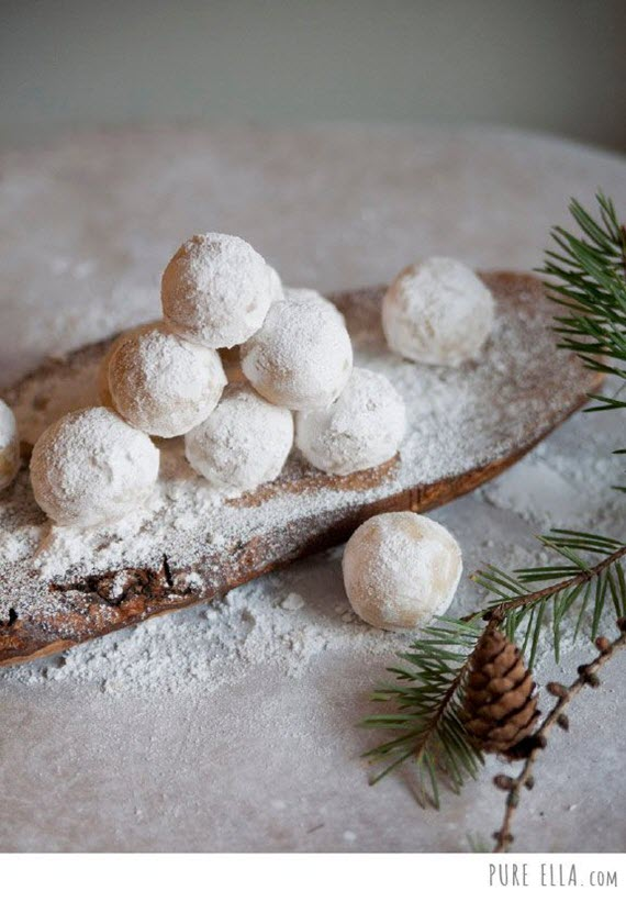vegan amaretto snowballs // holiday cookies