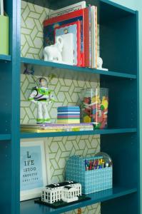ikea bookcase // kids' playroom // via @simplifiedbee