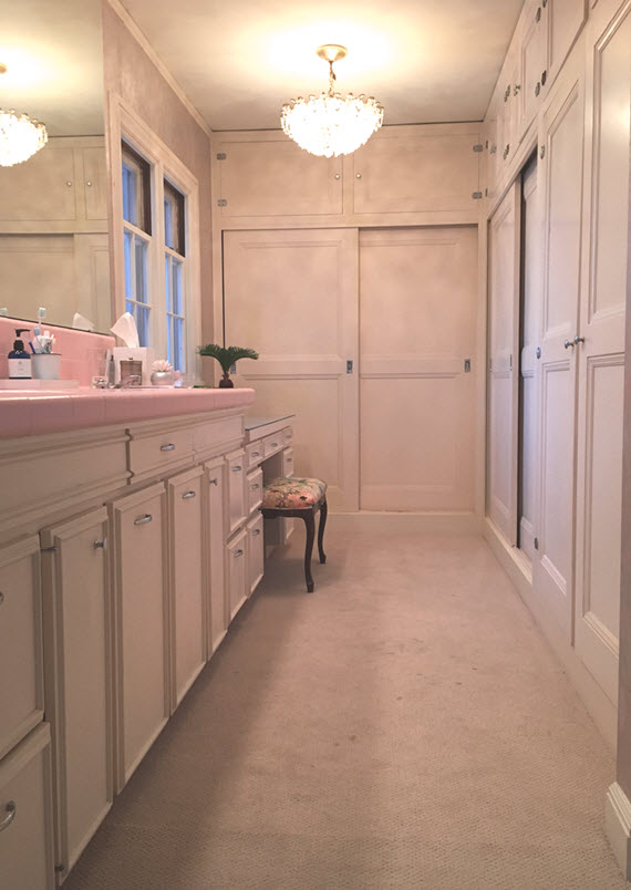 master bathroom before // @simplifiedbee // #oneroomchallenge