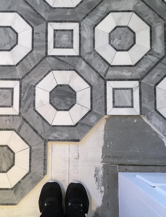 master bathroom // mosaic marble tile // @simplifiedbee #oneroomchallenge