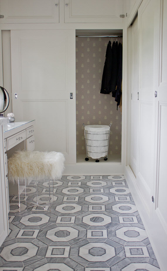 master bathroom // closet wallpaper detail // @simplifiedbee @oneroomchallenge