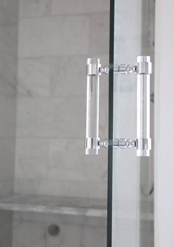 lucite shower door pull // luxholdups // @simplifiedbee #oneroomchallenge