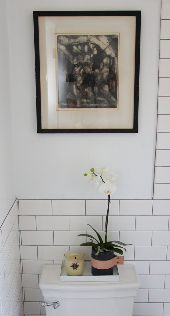 modern accessories // black & white bathroom // @simplifiedbee