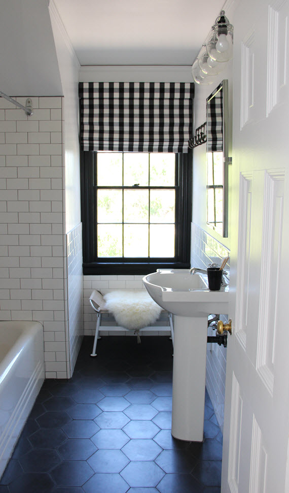 new traditional bathroom // @simplifiedbee #neotrad #bathrooms
