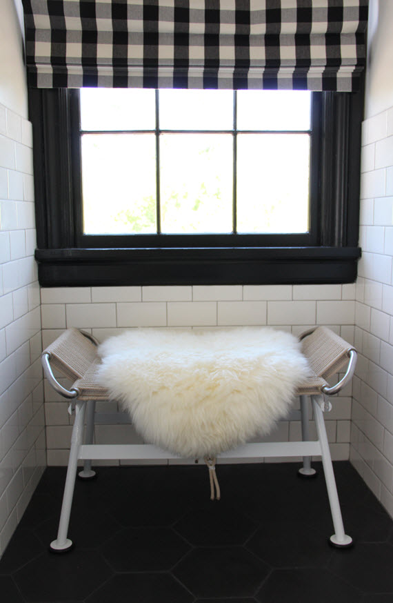 modern bench // black & white bathroom // @simplifiedbee