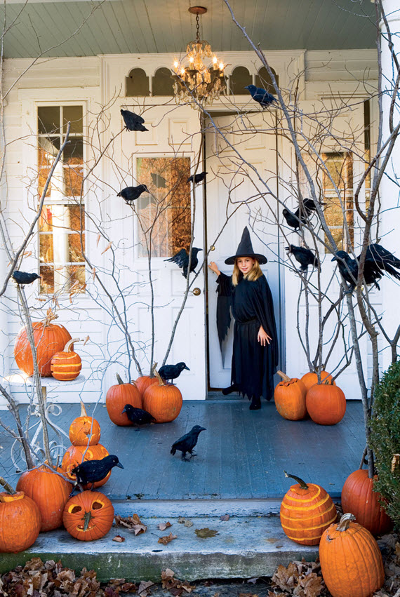 crows & pumpkins // Halloween porch decor
