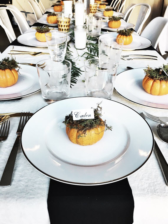 modern thanksgiving table // thanksgiving decor inspiration