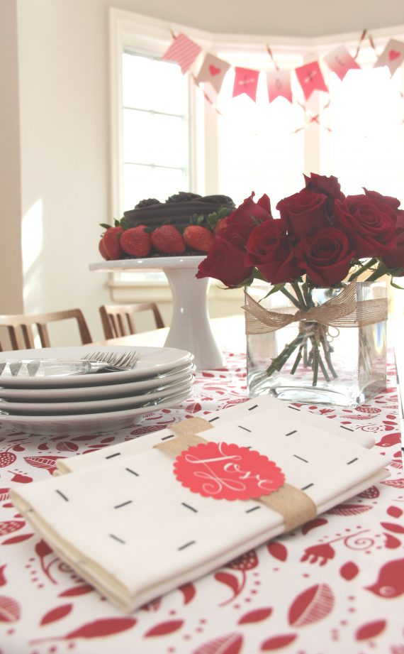 Valentine's Day tablescape // @simplifiedbee #valentines