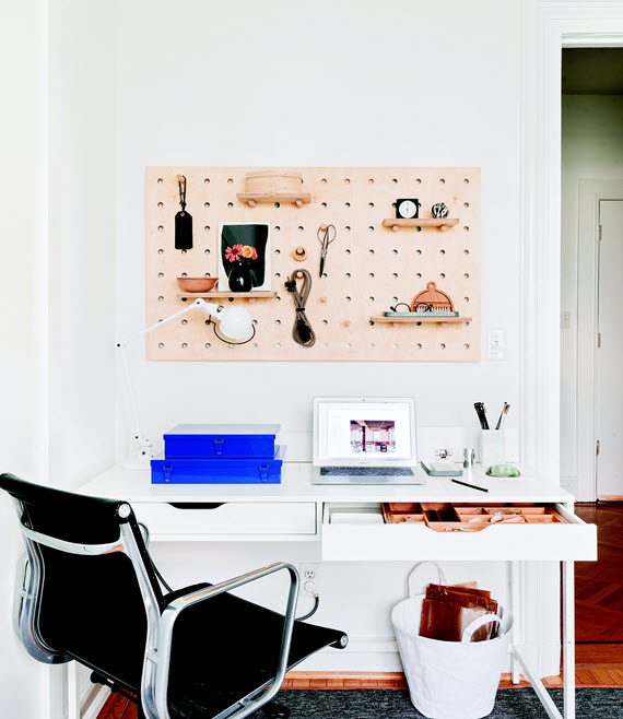 organized desk // Remodelista: The Organized Home // @simplifiedbee