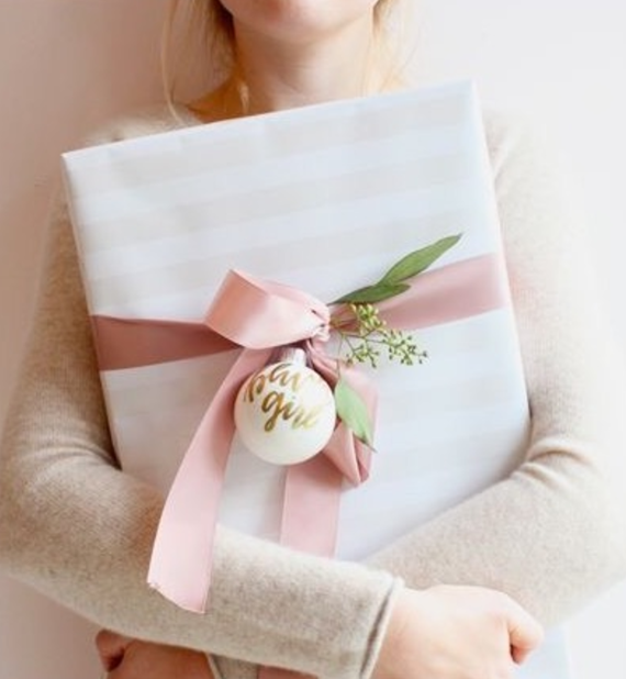 beautiful gift wrapping ideas // @simplifiedbee #giftwrap #holiday
