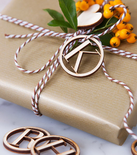 beautiful wooden initial tag // holiday gift wrapping ideas