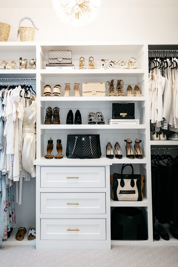 stylish + organized closet // @simplifiedbee